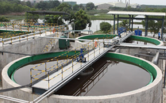 the-water-treatment-system-of-vedan-factory-in-the-southern-dong-nai-province-was-inspected-by-officials-from-the-ministry-of-natural-resources-and-environment-in-january-2010-the-minister-of-natura-6